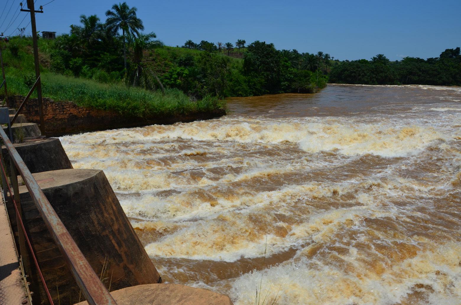 Barrage de Sanga sur la rivière Inkisi, RDC