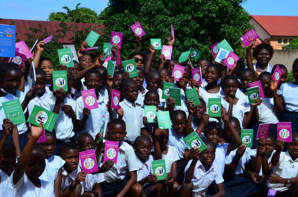 La Fondation Rachel Forrest a fait don de milliers de livres dans les écoles de RDC