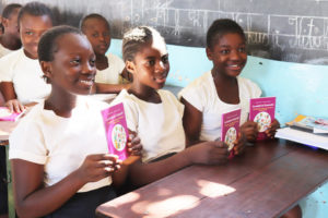Eleves de l'école Tangu Apo à Lubumbashi