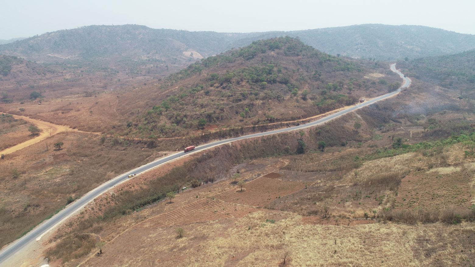 Paysage vallonné sur la route Likasi-Kambove