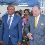 Le Vice-Gouverneur du Haut-Katanga, Jean-Claude Kamfwa et George A. Forrest, président du Groupe Forrest